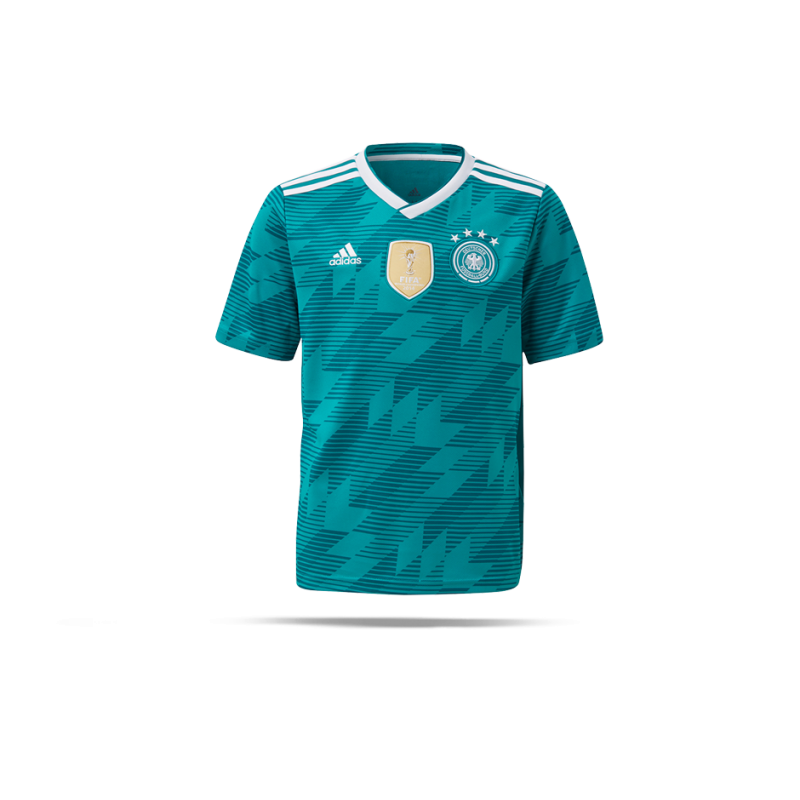 Die Deutschland Trikots der WM mit 3 Weltmeistersternen Die Fußball WM in Brasilien brachte natürlich wieder 2 neue Trikots für Deutschland. Das Heimtrikot ist wie immer weiß, das Auswärtstrikot ist rot-schwarz gestreift, ein völliges Novum.