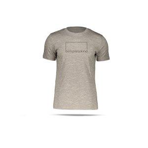 bolzplatzkind-herren-t-shirt-geduld-braun-bpksttu755-lifestyle.png