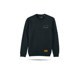 bolzplatzkind-classic-sweatshirt-schwarz-bpkstsu823-lifestyle_front.png