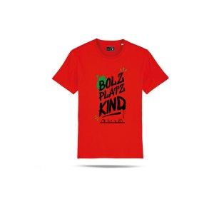 bolzplatzkind-graffiti-t-shirt-rot-bpksttu755-lifestyle_front.png