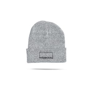 bolzplatzkind-wintermuetze-kaltschnaeuzigkeit-grau-bpkcb45-lifestyle.png